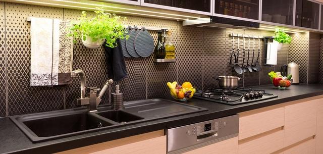 Comment relooker ses meubles de cuisine magazine m6m t o - Relooker ses meubles de cuisine ...