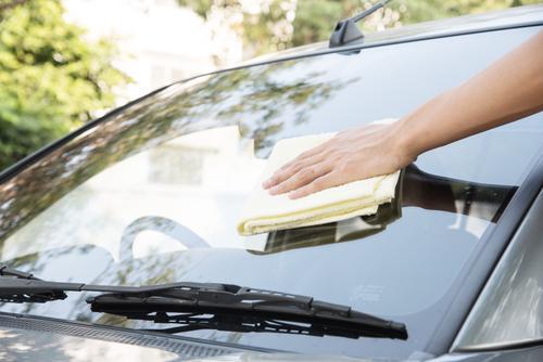 9 astuces pour nettoyer facilement sa voiture - Magazine M6Météo